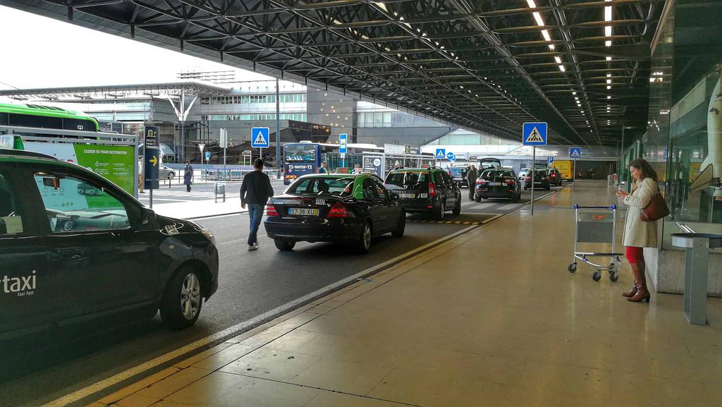 Les taxis à Lisbonne doivent être pris au hall des départs pour éviter les arnaques
