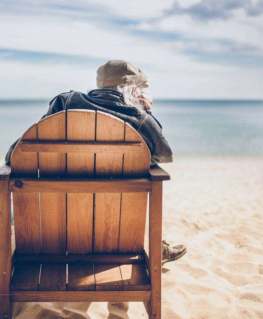 Retraité français au Portugal profitant des plages et du soleil de Lisbonne