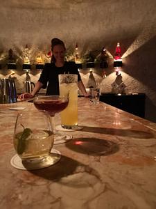 Toca da Raposa est un bar à cocktail situé dans le quartier du Chiado et qui offre une carte de cocktails uniques
