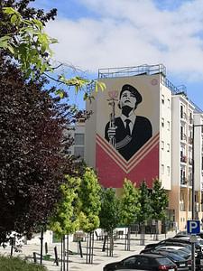 Street art à Graça de Shepard Fairey, artiste américain, rendant hommage à la révolution du 25 avril 1974.