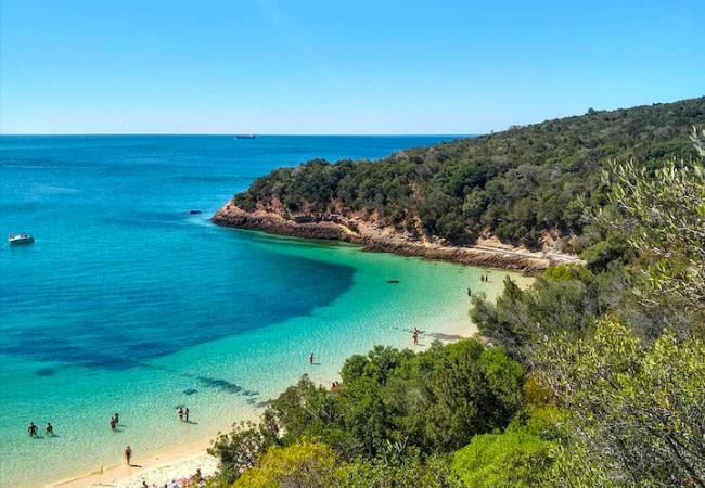 La praia dos Galapinhos est unique par sa diversité digne d'un petit paradis sur terre
