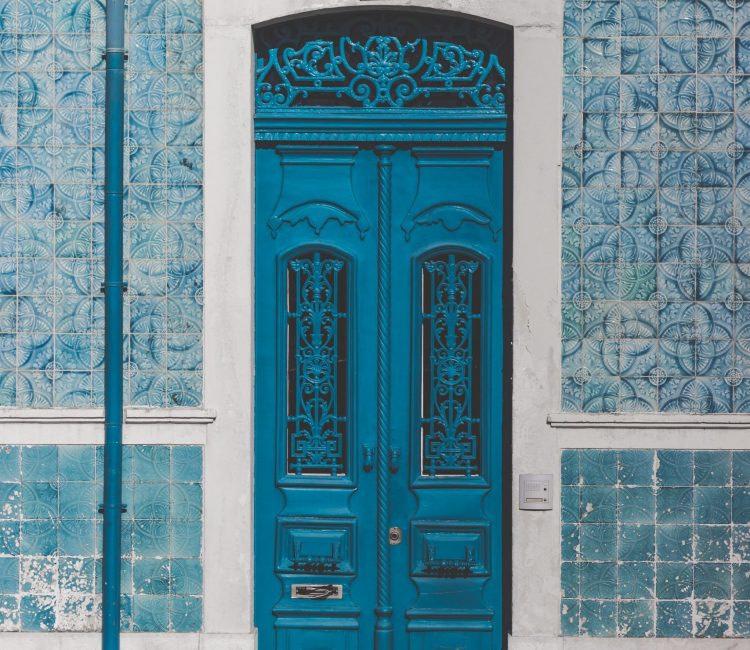 Azulejos en façade, typique de Lisbonne et du Portugal