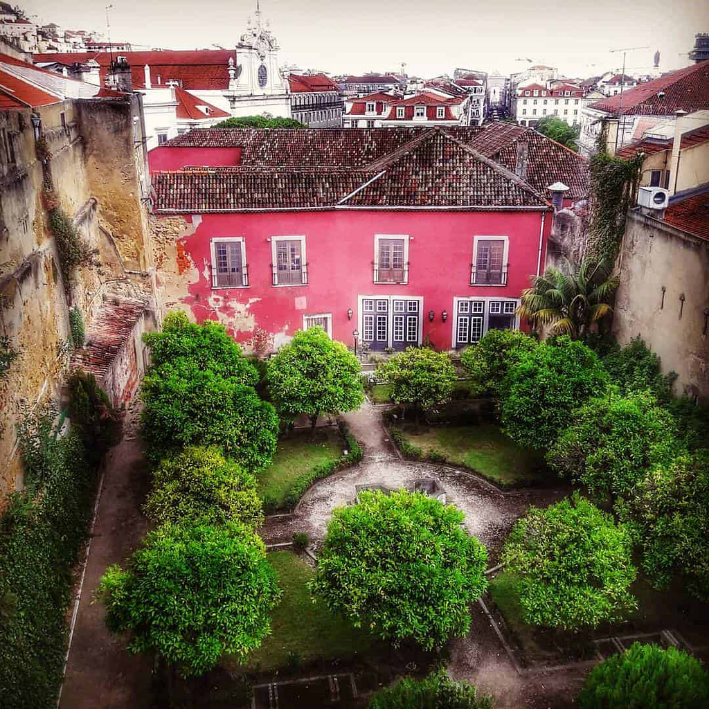 Les jardins du palais Almada, l'actuel palais de l'Indépendance