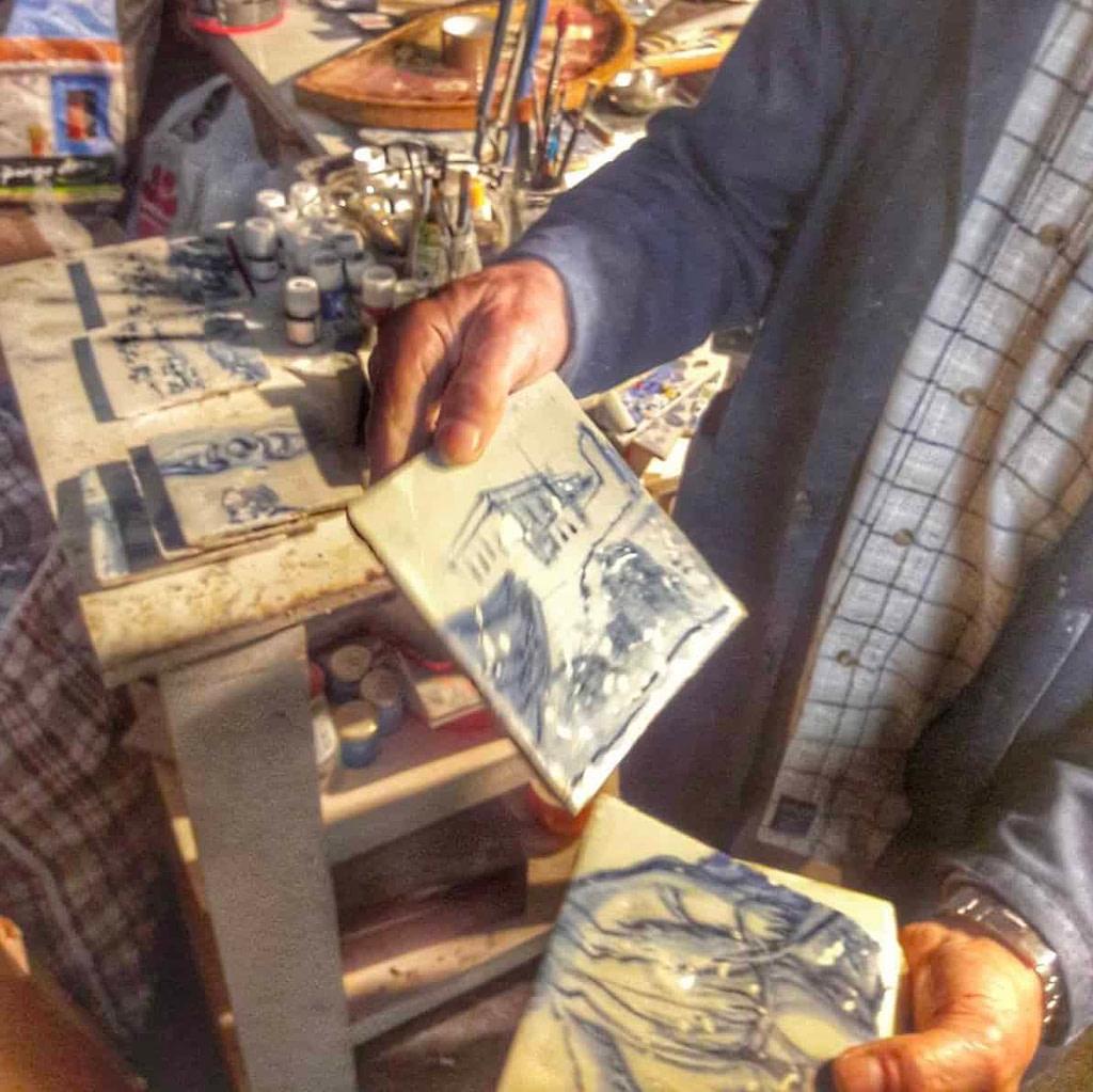 Les pièces uniques de Carlos, le meilleur restaurateur de faience ancienne du Portugal, aujourd'hui décédé