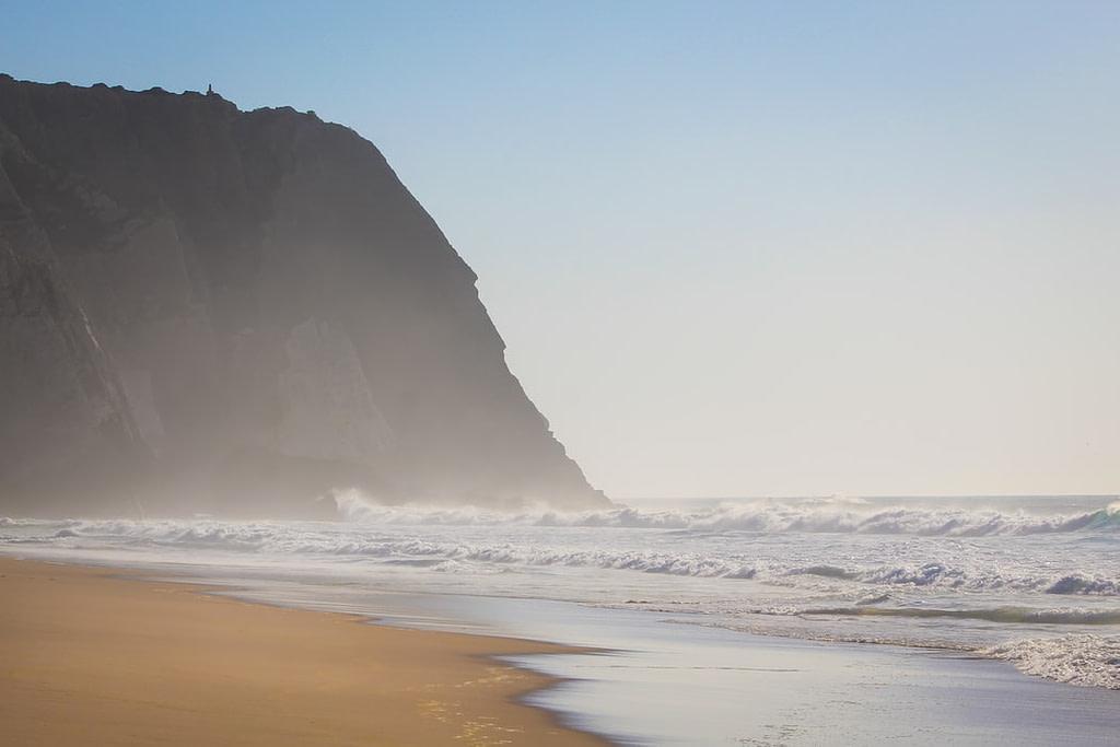 La plage Grande est très populaire chez les surfeur, facile d'accès elle est proche des restaurants et des bars