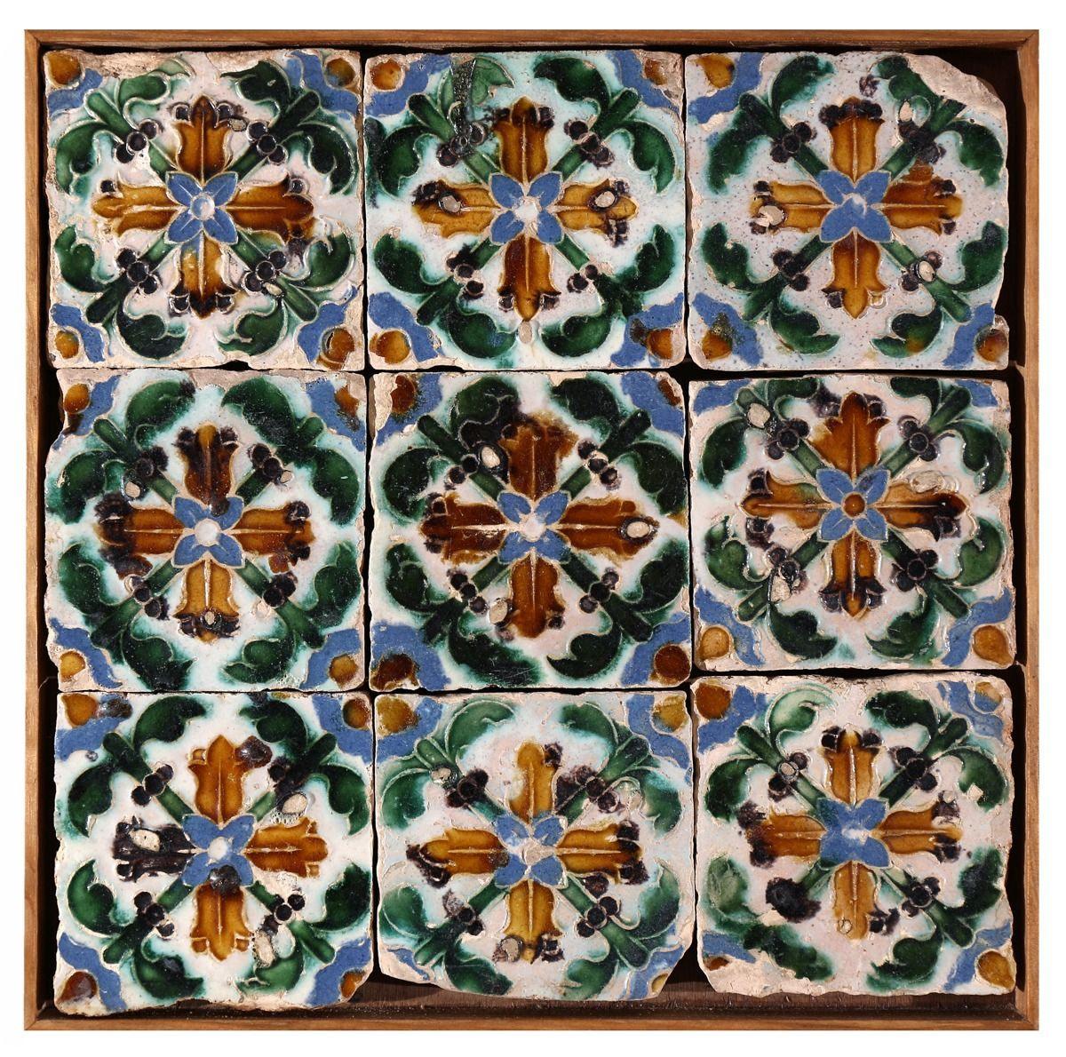 Panneau d'azulejos hispano-arabes du XVIe siècle que vous pouvez acheter chez D'Orey à Lisbonne