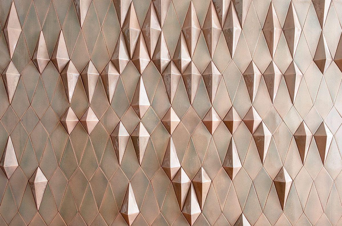 Panneaux d'azulejos d'intérieur avec des pièces en 3 dimensions. Très à la mode au XXIe siècle