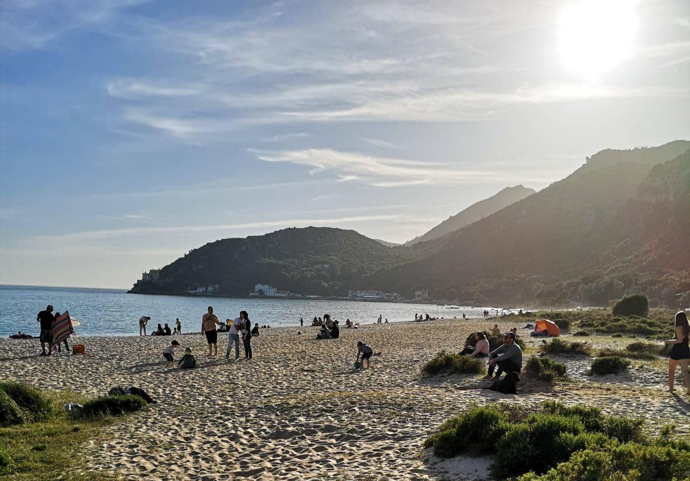 plage secrète de Portinho Da Arrabida à côté de Lisbonne, une des plus belles et tranquilles plages de Lisbonne