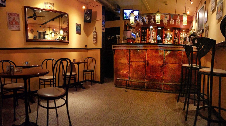 Espaço 40-e-1 est un bar gay-friendly situé dans le quartier du Bairro Alto