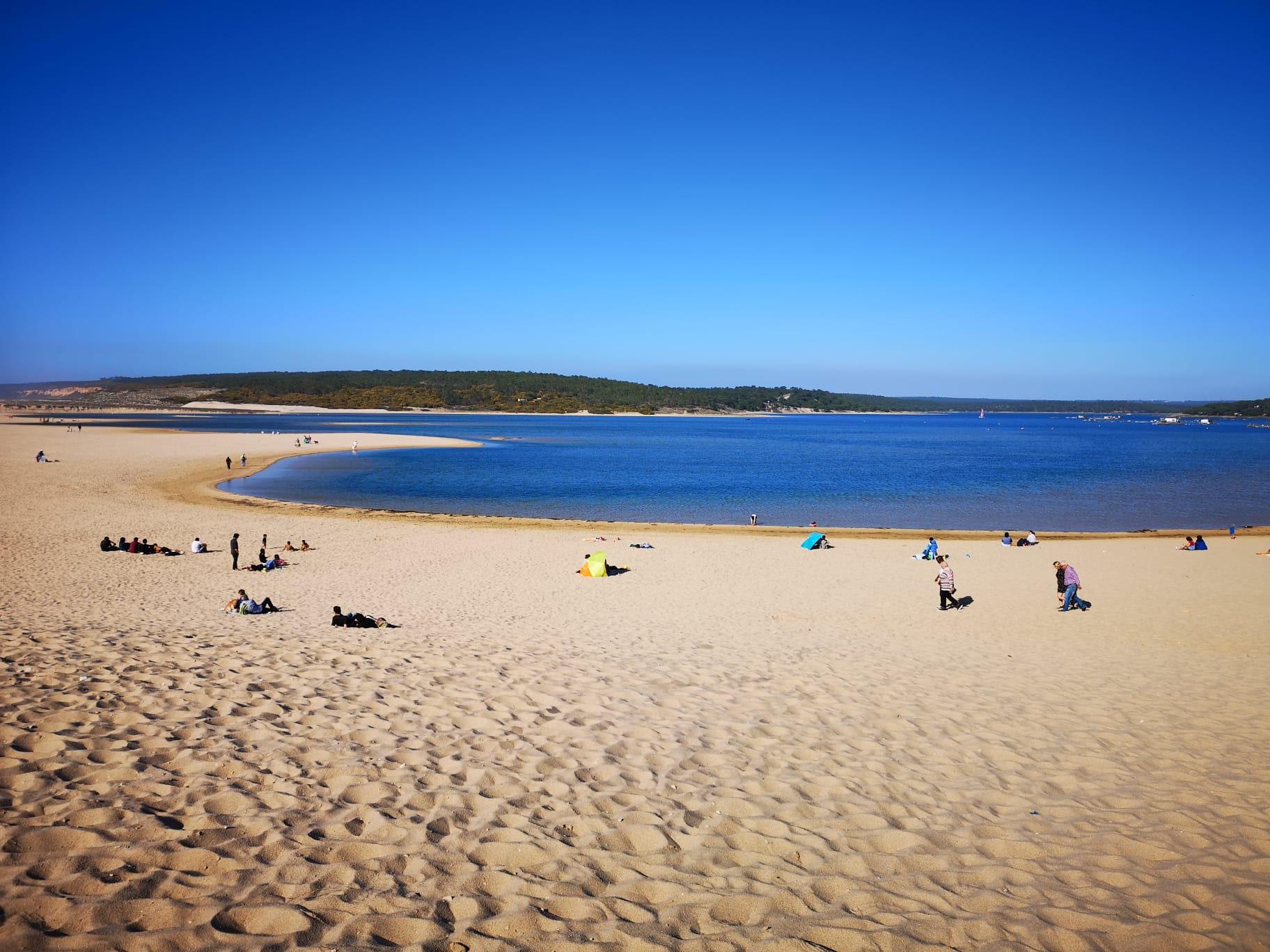 Lagoa de Albufeira est le lieu idéale en famille ou entre ami(e)s, une eau calme et reposante