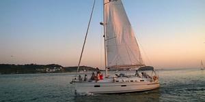 Tour en bateau sur le Tage à Lisbonne en voilier ou en catamaran pendant le coucher de soleil