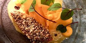 Plat gastronomique d'un restaurant étoilé situé dans le centre ville de Lisbonne avec vins naturels