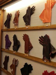Magasin historique Ulisses situé à Lisbonne dans le quartier du Chiado et proposant des gants élégants en cuir fabriqués au Portugal
