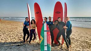 Prendre un cours de surf à Lisbonne sur les plages de Caparica