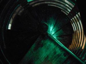 desterro lisbonne est le club le plus dark et le plus underground de lisbonne avec une dark room , un sous sol enorme.