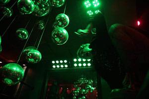 Club de Lisbonne pour les amoureux de la musique pop, rock des années 80 à nos jours situé dans le bairro alto
