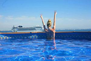Sunset destination hostel, un lieu de fête pour les jeunes voyageurs backpakers à lisbonne avec une piscine sur rooftop
