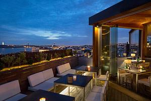 Silk bar est le club le plus guindé et le plus chic de lisbonne avec une vue panoramique à 360 degrés.