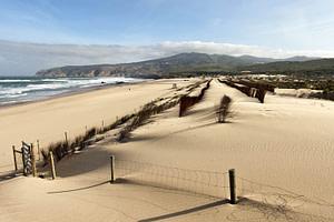 La plage du Guincho entre Cascais et Sintra est la meilleure plage pour pratique du surf à Lisbonne