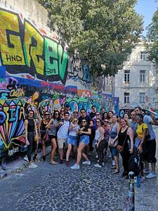 Atelier street art avec artiste pendant votre team building à Lisbonne. evenement entreprise sportif pour seminaire à Lisbonne