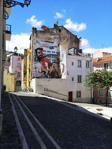 Andrea Tarli, street-artiste à Lisbonne dans le quartier de Mouraria