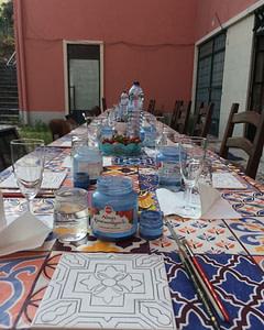Réaliser un carreau de faïence lors d'un atelier azulejos à Lisbonne