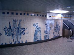 Panneau d'azujelos dans le métro Campo Grande réalisé par l'artiste Eduardo Nery