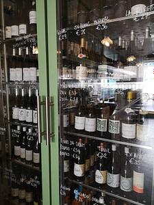 Bla Bla Glu Glu est un bar à vins de Leopoldo Calhau dans le quartier de mouraria à Lisbonne