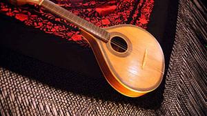 Guitare de fado portugaise célèbre pour son son aigu et accompagne toujours un vrai chant de fado