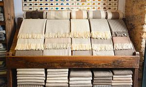 Boutique à Alfama où on vend des accessoires et vêtement en laine portugaise de haute qualité de la montagne d'Estrela