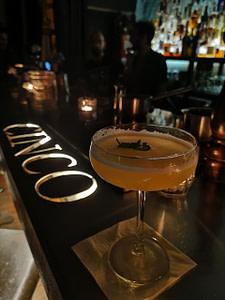 Cinco Lounge, un bar à cocktail à Lisbonne avec une carte incroyable et une ambiance amicale très agréable