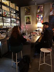 Jobim bar est un bar à vin convivial et consensuel situé sur Principe Real a Lisbonne