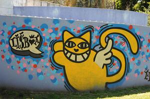 Graffiti de M Chat dans les rues de Lisbonne