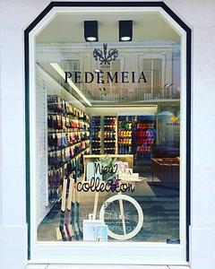 Boutique à Rua Augusta à Lisbonne Baixa du plus grand fabricant de chaussettes portugaises. Cadeau souvenir original portugais à ramener