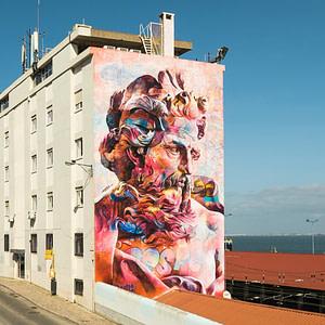 PichiAvo, artistes espagnols avec un mural à Lisbonne à Santa Apolonia