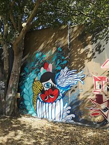 """Oeuvre de street art par Pitanga, sur le mur d'Amoreiras, le célèbre """"Wall of Fame""""à Lisbonne"""