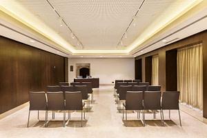Salle de réunion toute équipée pendant votre séminaire pro à Lisbonne.