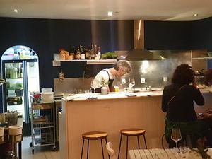 Bar à vins naturels du Portugal et d'Europe situé près du parc jardim d'Estrela à Lisbonne