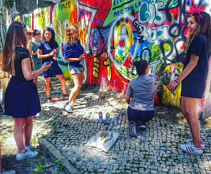 Visite guidée de Lisbonne avec street art pendant un EVG EVJF festif