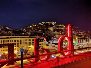 topo martim moniz le meilleur rooftop pour faire la fete le soir à lisbonne jusqu'à 2h du matin avec de superbes cocktails à Lisbonne