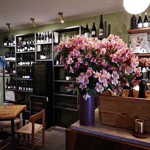 Vino Vero est un bar à vin italien à Lisbonne proposant des vins d'Italie et d'Europe ainsi que de succulents plats à partager.