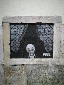Street art de Prol dans le quartier du Bairro Alto à Lisbonne