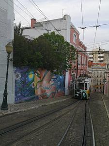 Street art d'Utopia dans le quartier du Bairro Alto à Lisbonne