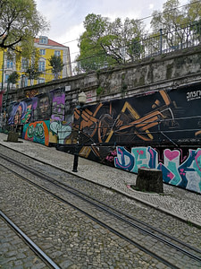 Street art dans le quartier du Bairro Alto à Lisbonne