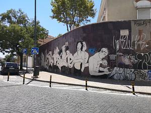 Street art de Tamara Alves dans le quartier de Sant'ana à Lisbonne