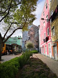 Street art de Violant dans le quartier de Sant'ana à Lisbonne