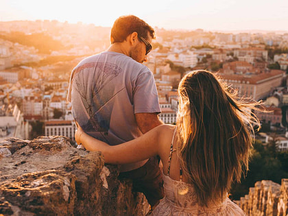 couple à Lisbonne en été