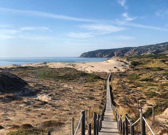 La plage do Guincho est une plage recherchée par les pratiquants de surf