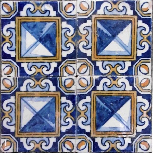 Azulejos semi-industriels en façade à Lisbonne