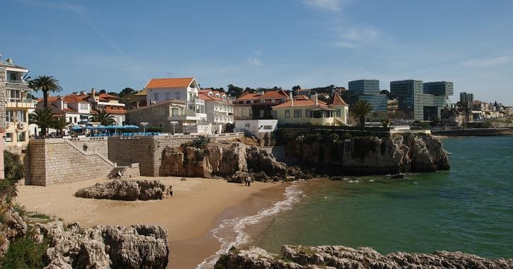 la plage Da Rainha a une des eaux les plus calmes du portugal